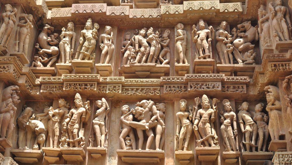 El templo de Khajuraho expone en su fachada algunas de las posturas que aparecen en el 'Kamasutra'
