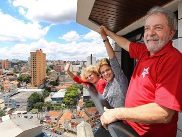 El expresidente brasileño Lula da Silva junto a Dilma Rousseff