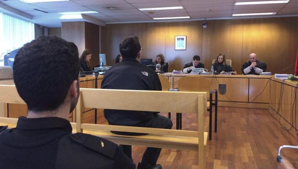 Imagen del monitor condenado por pederastia durante el juicio