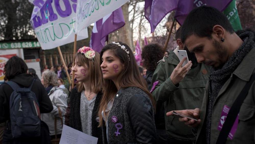 Las mujeres protestan en Madrid por la desigualdad y contra la violencia machista