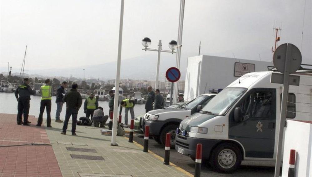 Muere en Melilla un menor inmigrante al intentar alcanzar un barco como polizón