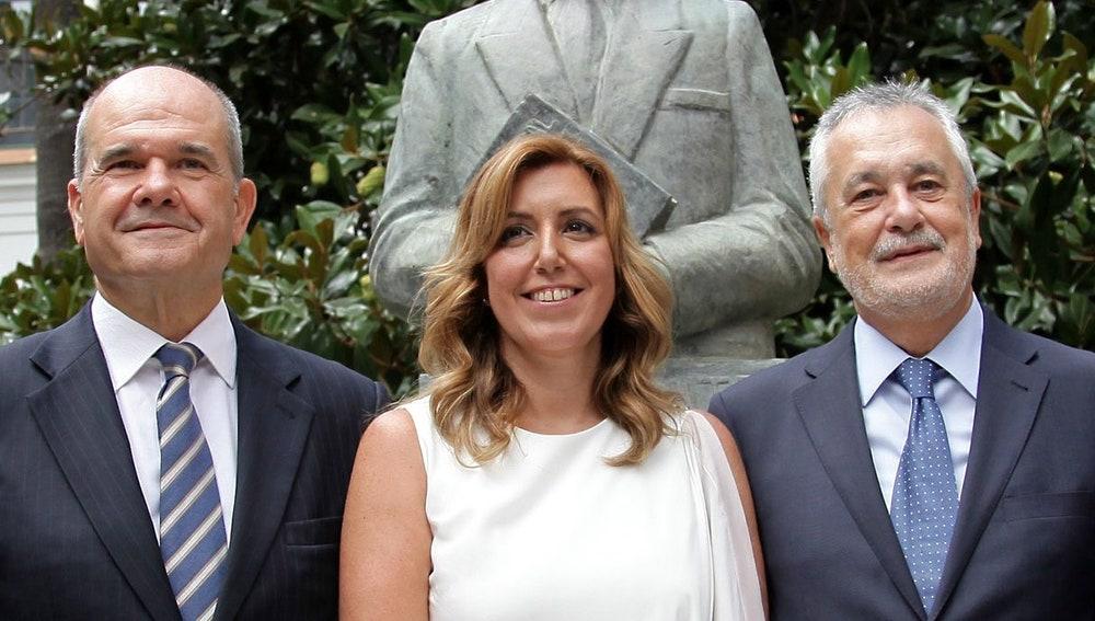 La presidenta de la Junta de Andalucía, Susana Díaz, con los expresidentes Manuel Chaves y José Antonio Griñán