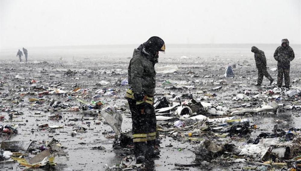 Hallan una de las cajas negras del avión siniestrado en Rusia