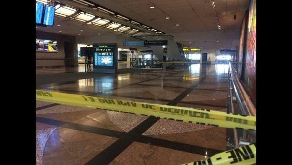 Imagen de la zona evacuada del aeropuerto
