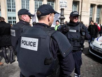 La policía francesa vigila las calles de Francia