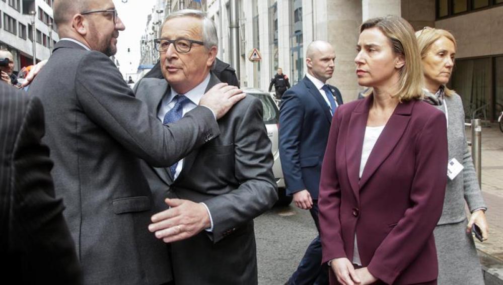 El primer ministro belga Charles Michel y el presidente de la Comisión Europea Jean-Claude Juncker