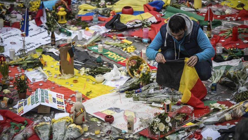 Homenaje a la víctimas en la plaza de la Bolsa