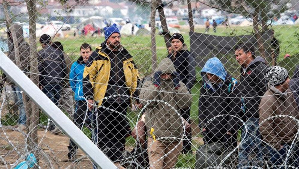 El campamento de Idomeni vivió horas de tensión a causa de un rumor sobre la inminente apertura de la frontera griega con Macedonia