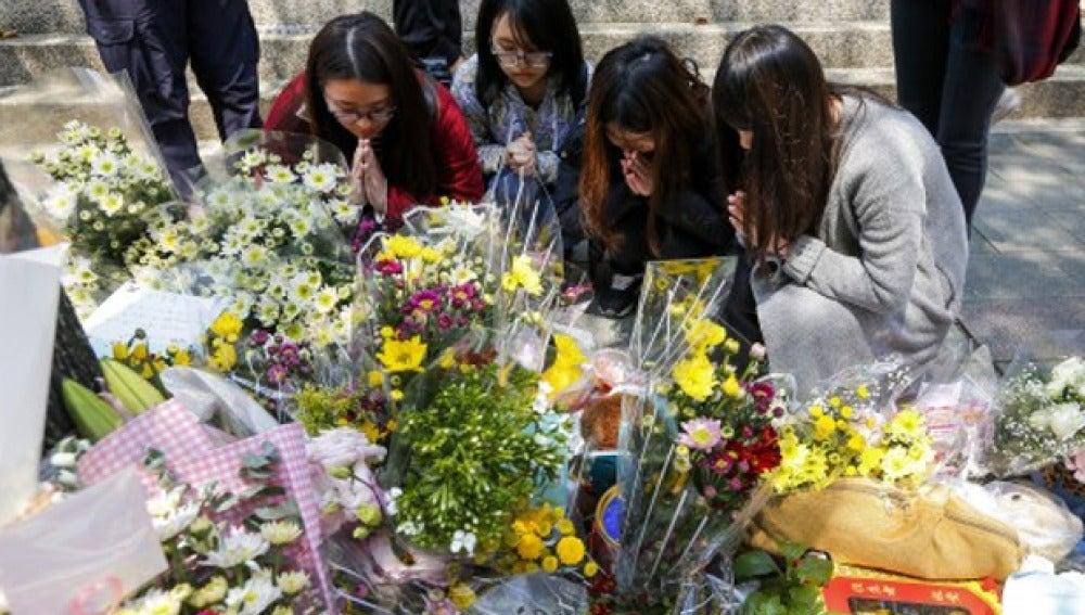 Muestras de solidaridad con la niña decapitada en la calle