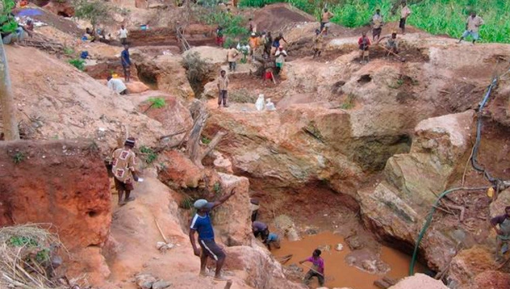 Explotación de una mina de coltán