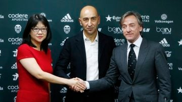 Ayestarán posa en su presentación como técnico del Valencia