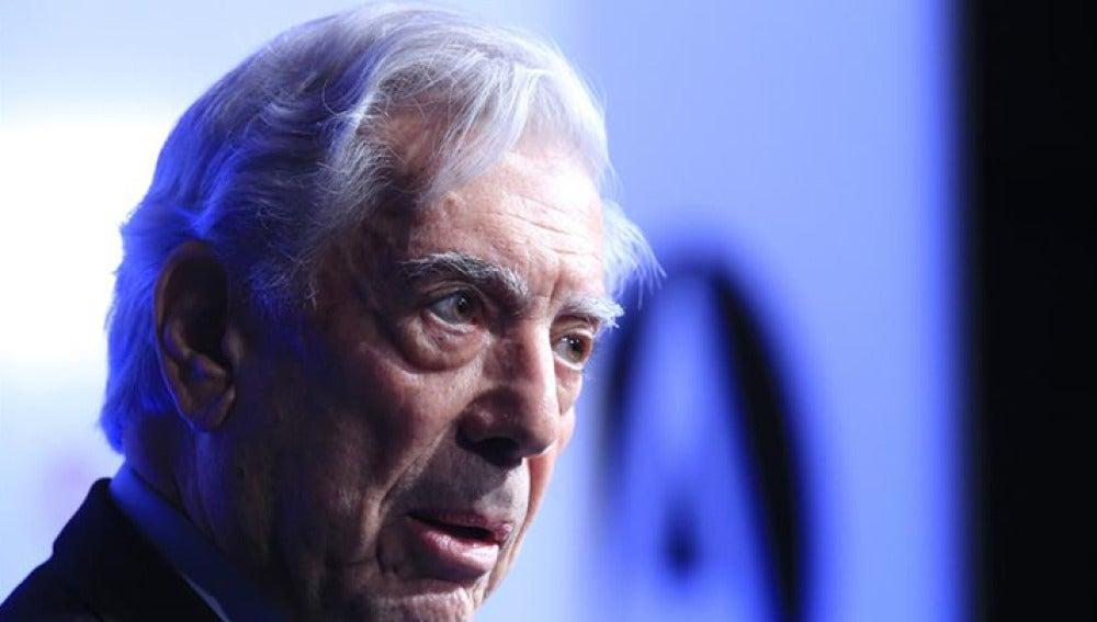 Vargas Llosa en un acto público