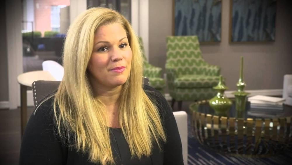 La presentadora Stacy Fawcett de  '8 News Daybreak'