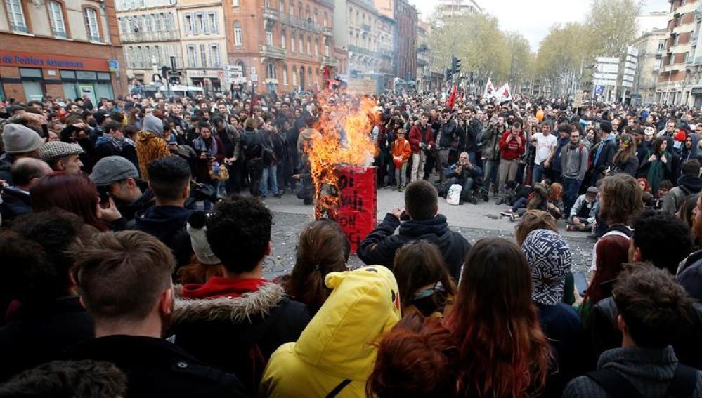 Incidentes entre los manifestantes y la policía en varias ciudades del país