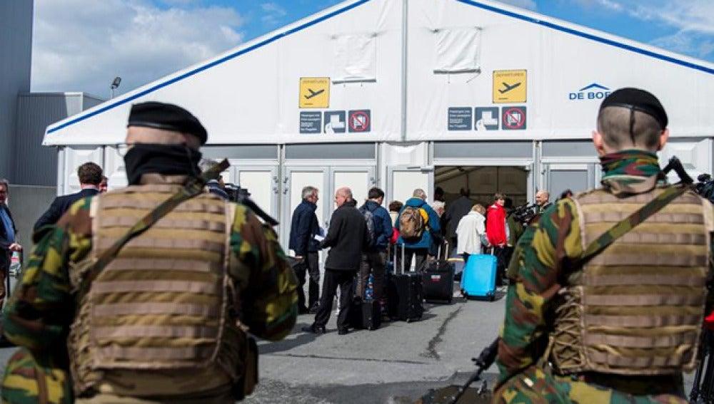 Medidas de seguridad frente al aeropuerto de Bélgica (Archivo)