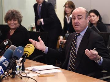 """De Guindos: Soria ha tomado """"la decisión más concluyente"""" en la política"""