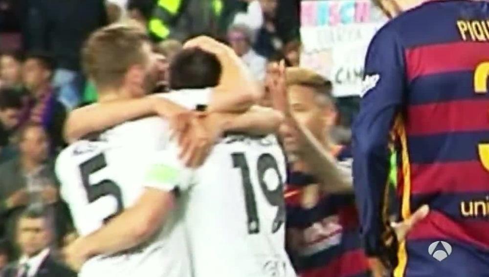 Neymar pega una colleja a Barragán