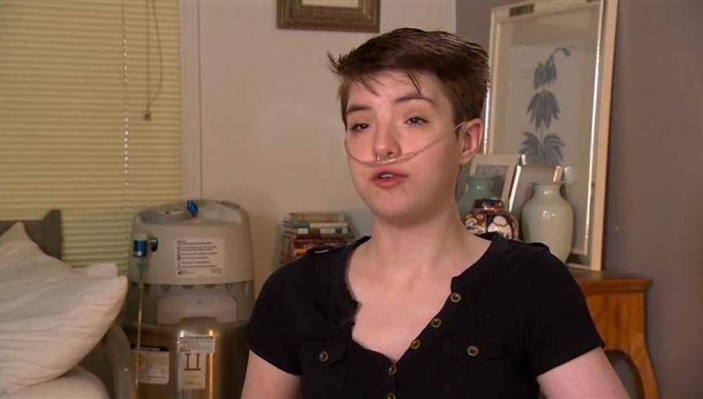 Mariah Walton de 20 años espera un trasplante de corazón y de pulmón
