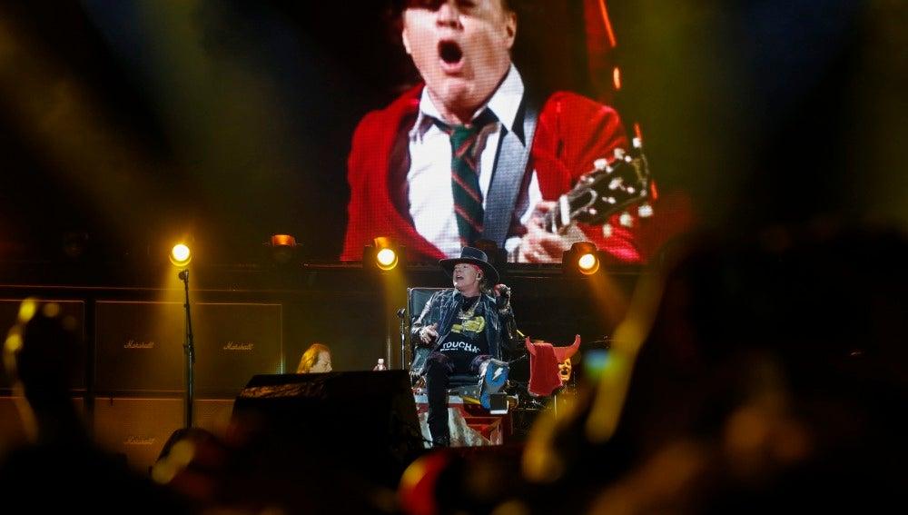 Axl Rose en su debut con AC/DC