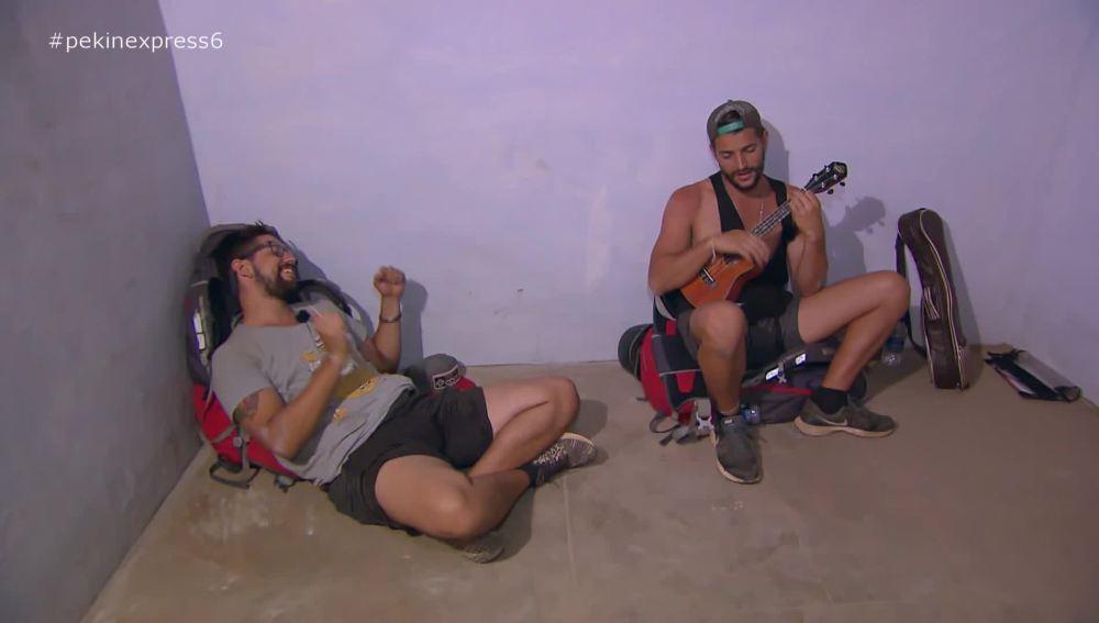 Los primos dedican una canción a su 'suite'