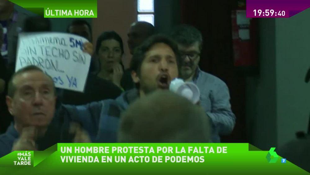 Protesta en un acto de Podemos