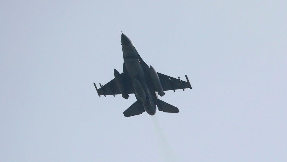 Un caza F16