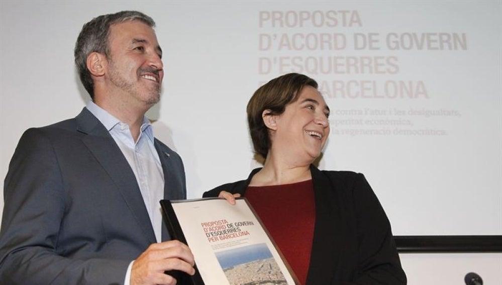 La alcaldesa de Barcelona, Ada Colau, y el presidente del grupo municipal socialista, Jaume Collboni