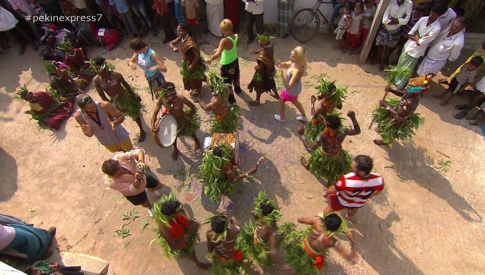 Los concursantes conviven con una tribu Soliga