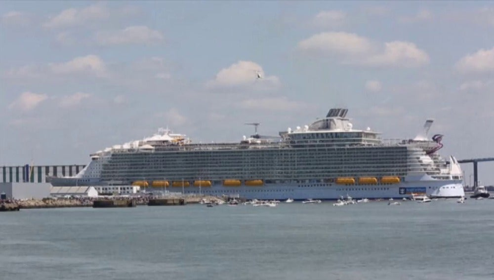 Frame 0.0 de: Zarpa desde Francia el crucero más grande del mundo y más respetuoso con el medio ambiente