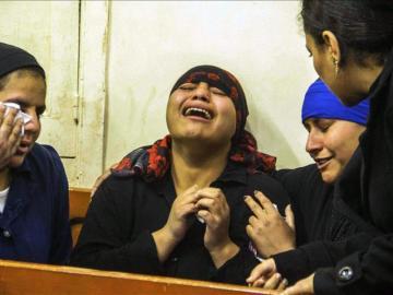Una mujer árabe llorando