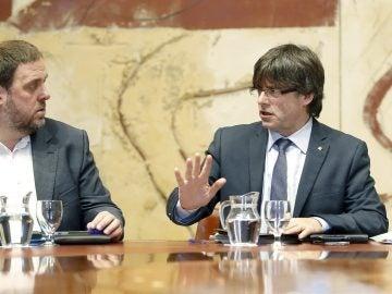 El presidente de la Generalitat, Carles Puigdemont y el vicepresidente del Govern, Oriol Junqueras