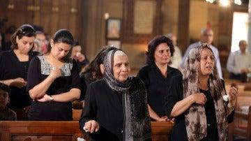 Primeros funerales por las víctimas del avión siniestrado en Egipto