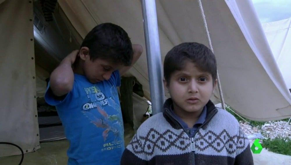 """Frame 1.689894 de: Dos niños refugiados con cáncer terminal esperan que el Gobierno autorice """"urgentemente"""" su traslado a España"""