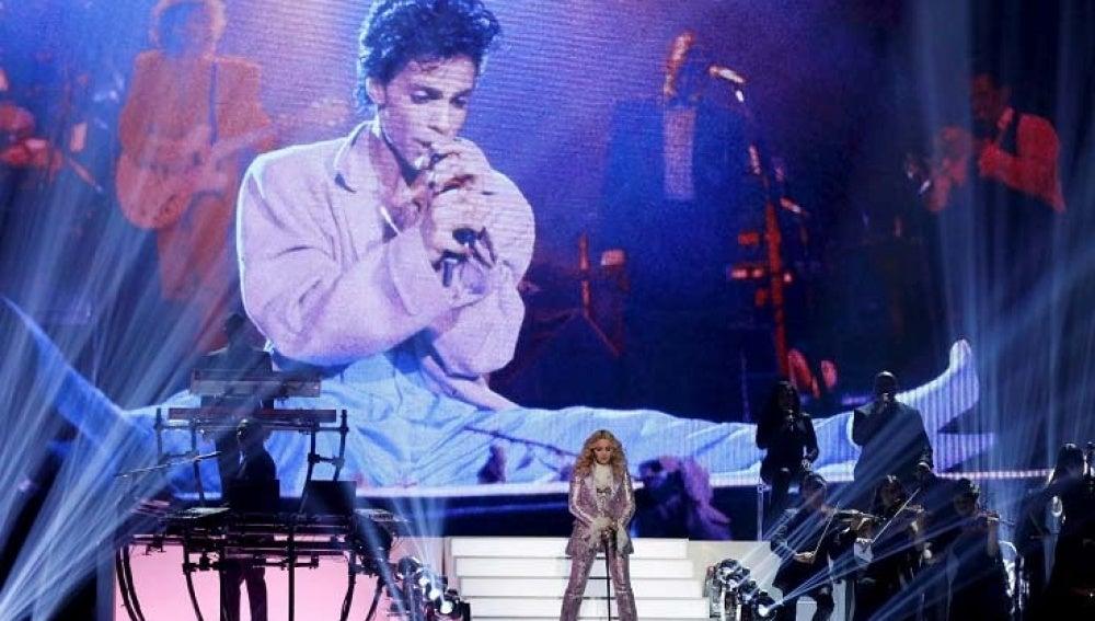 Homenaje de Madonna a Prince en los Billboard