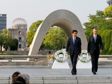 Barack Obama y el primer ministro nipón, Shinzo Abe