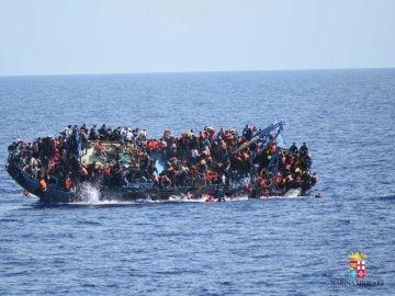 Cerca de 550 migrantes están desaparecidos tras naufragar frente a las costas de Libia
