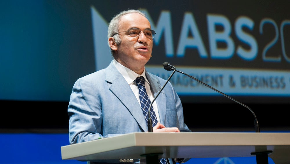 Gary Kaspárov durante el Management & Business Summit 2016