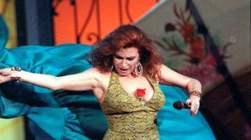 La cantante Rocío Jurado durante su actuación en el Festival de la OTI