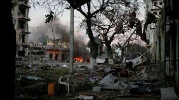 Imagen de la zona del atentado en Mogadiscio, Somalia