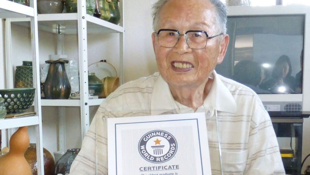 Shigemi Hirata, persona más mayor del mundo en conseguir un título universitario