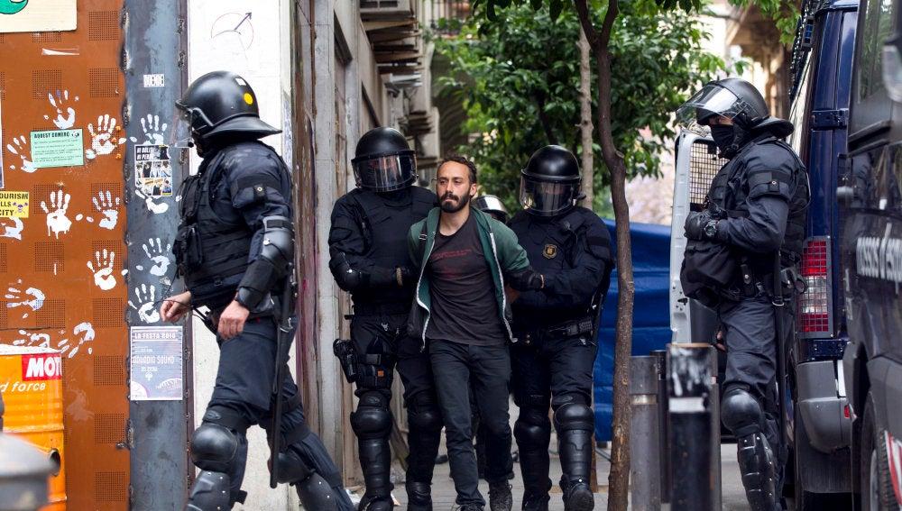 Detenidos por 'okupar' el banco expropiado