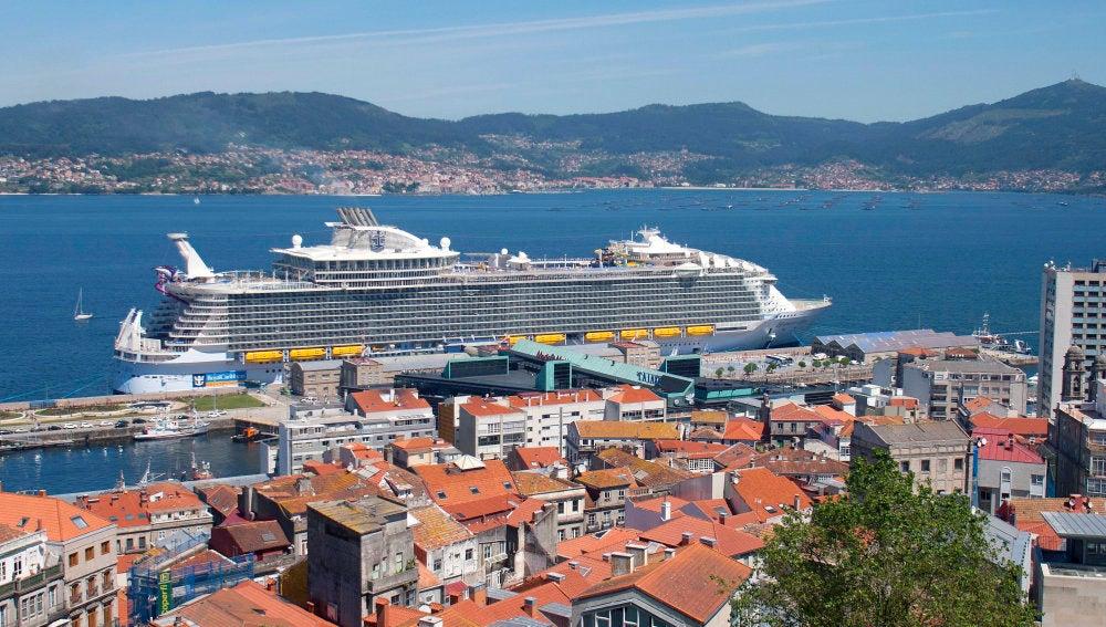 El crucero más grande del mundo en su escala en Vigo