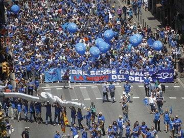 Miles de personas marchan contra el Plan Hidrológico del Ebro