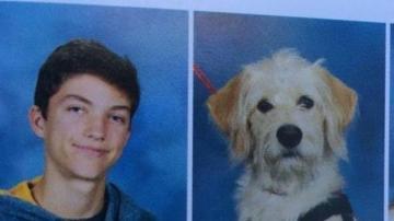 Harry junto a su mascota Taffy, en la foto del anuario