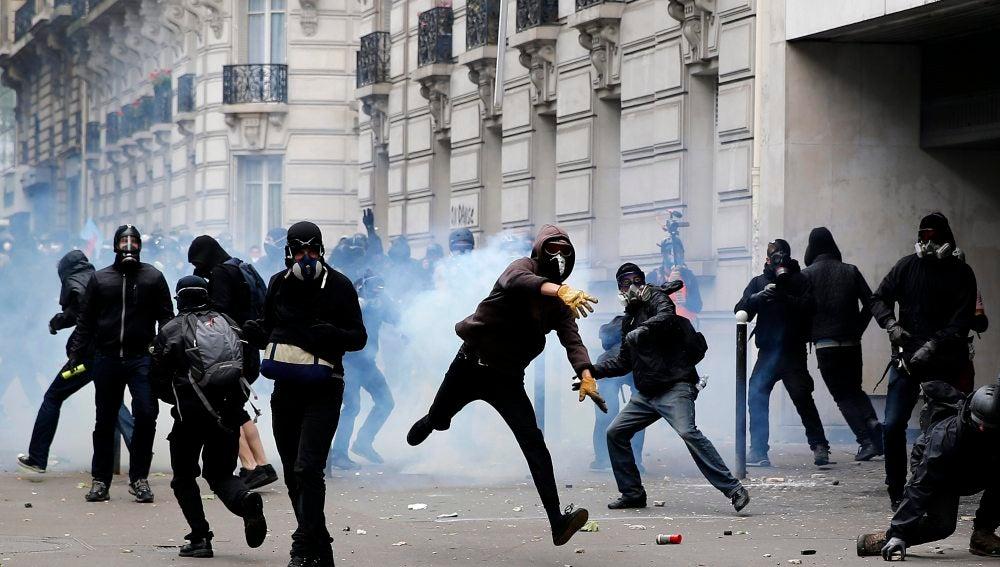 Disturbios entre la Policía y los manifestantes que se oponen a la reforma laboral de Francia