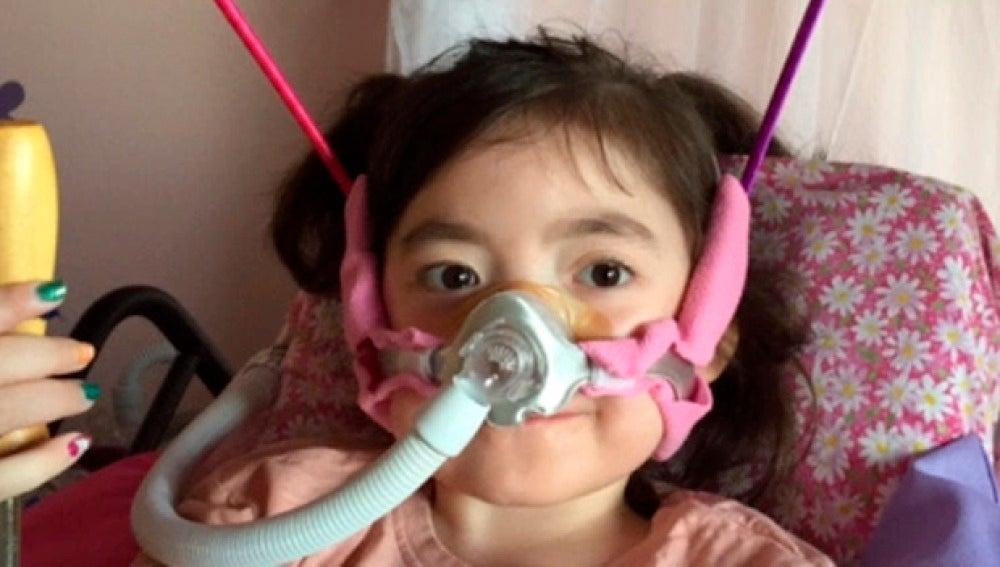 Julianna Snow recibiendo tratamiento