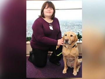Rosie con su perro guía