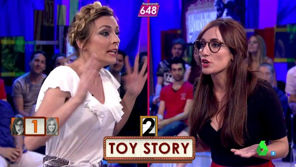 """Frame 96.214868 de: Anna Simon describe el argumento de Toy Story: """"Unos juguetes locos por la noche viven"""""""
