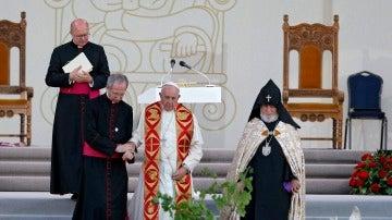 """El papa vuelve a condenar el """"genocidio"""" armenio y enfada a Turquía"""