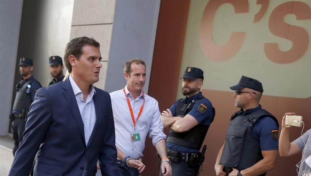 El líder de Ciudadanos, Albert Rivera, a su llegada a la sede de Ciudadanos